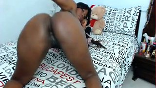 This pleasure seeking ebony camgirl drives me bonkers when I see her naked