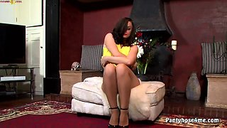 Pantyhose Wearing Hottie Masturbating