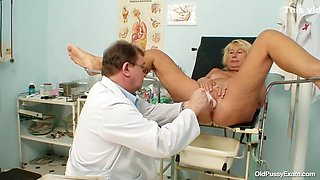 Passionate granny, Regina likes everything her gynecologist is doing with her pussy, in his office