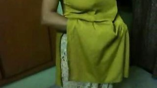 Big Boobs Indian Aunty Meenu Nude Possing her Big Boobs  Ass Mms