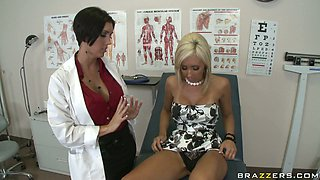 Doctor, nurse and their patient Jessica Lynn have threesome fuck