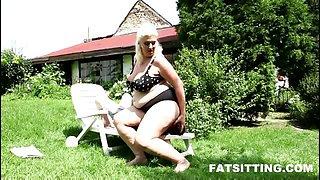BBW facesitting with Monika Blond
