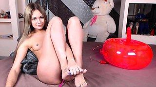 Teen brunette jynx maze sexy feet rubbed in foot fetish
