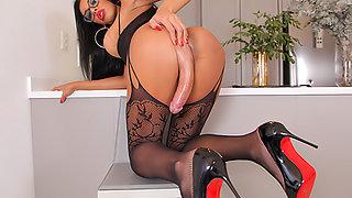 TS Leonna Abdalla Jacks Off To Orgasm