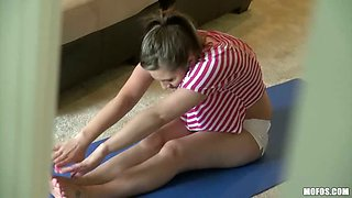 Yummy Yoga Stretching / Rina Ryder