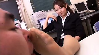 Pantyhosed Japanese beauty knows how to tease and please