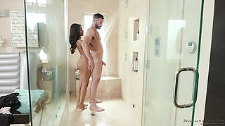 Handsome guy massages lovely Jenna Foxx with his fat cock