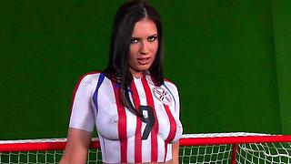 Pornstar Veronica da Souza showws off her sporty body