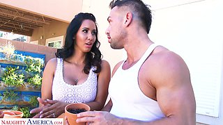 Scrumptious looking Latina stunner Isis Love loves to get fucked good
