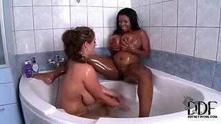 Eva Notty and Maserati lick in bathroom