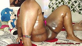 Oiled chubby ebony cam
