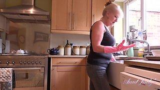 Blonde Mature Mom Sapphire Louise Masturbating In The Kitchen 1080p