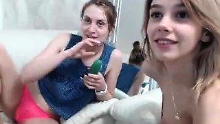 teen kamilekat flashing boobs on live webcam