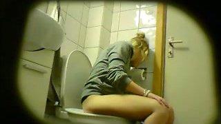 Hidden cam video of cute blonde girlie of mine pissing in the toilet
