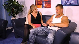 HAUSFRAU FICKEN - German granny housewife enjoys hard cock